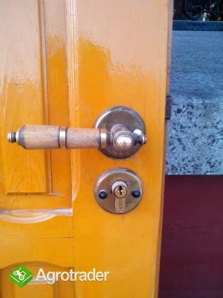 Sprzedam prawe drewniane drzwi zewnętrzne  - zdjęcie 3