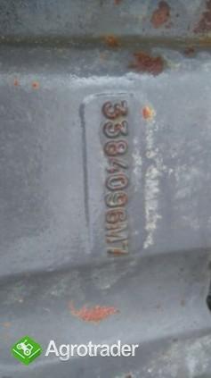 Suport,wspornik osi przedniej Massey Ferguson 3080,3090,3095,3115,3125 - zdjęcie 1