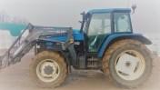 Ciągnik rolniczy New Holland 8260